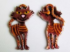Picture of 64x36 mm, smiling tabby cat in chocolate brown enamel, pendant, Zamak, double sided design